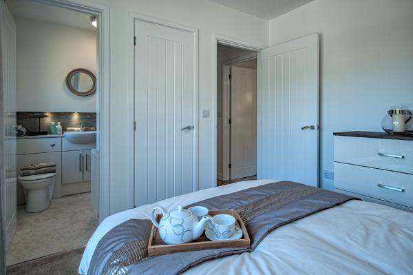 main-bedroom-en-suite